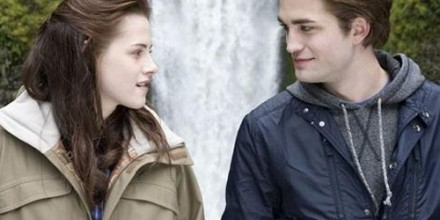 twilight-robert-pattinson-kristen-stewart-love-couple-cute-adorabletab-com